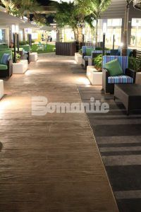 Tall view of lounge area incorporating Bomanite Imprint Systems Bomacron Boardwalk Pattern at the Tanger Outlets in Daytona, FL, installed by Bomanite Licensee Edwards Concrete located in Winter Gardens, FL.